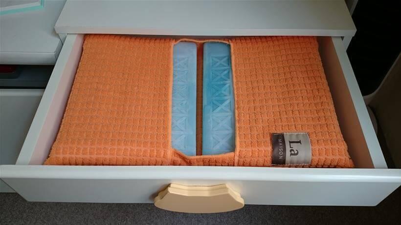 ペットハウス「オアシス」上部の引き出し内に保冷剤を投入